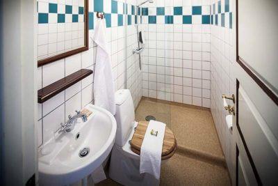 Få dit eget værelse på Hotel Sidesporet med udsigt over fjorden
